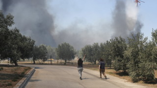 Евакуирани хотели след голям пожар на о. Самос в Гърция