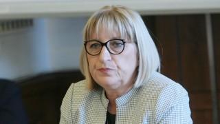 Цачева се разбра със синдикатите да изчакат бюджета