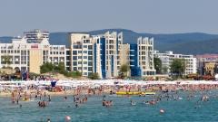Жива охрана пази Централния плаж в Слънчев бряг