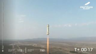 Най-богатият човек в света завърши успешно полета си до Космоса с Blue Origin