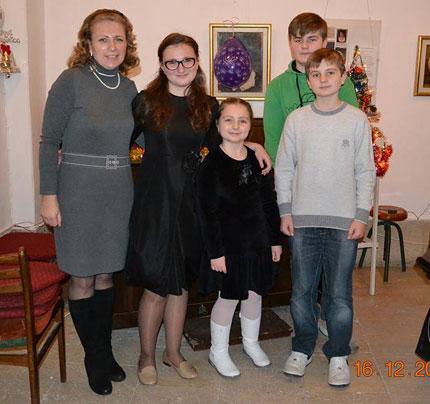 Православната църква изхвърля майка с четири деца на улицата
