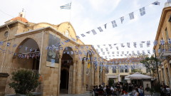 На остров Кипър разхлабват мерките