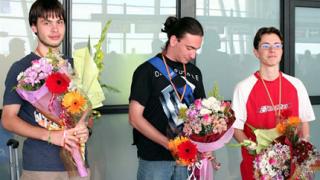 Наши ученици със златни медали от международна олимпиада по информатика