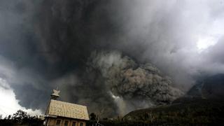 16 станаха жертвите на вулкана Синабунг