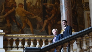 """Британски министри призовават Мей да """"погребе"""" Борис Джонсън"""