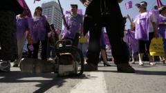 15 000 на протест срещу пенсионната реформа