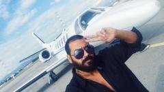 Азис призна за пениса си в чужбина