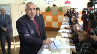 Дай Боже изборите да минат мирно и тихо, моли се Борисов, гласувайки