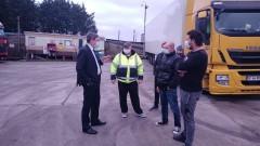 Консулът нив Лондон посети блокираните български шофьори в Кент