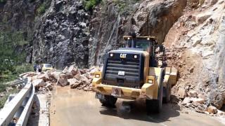 Жители блокираха за кратко пътя към Кръстова гора