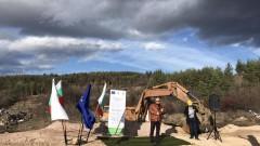 България плаща три пъти за старите си сметища, недоволен Ревизоро