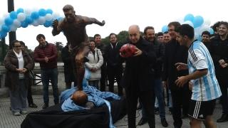 Издигнаха статуя на Меси в Буенос Айрес