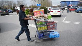 Анализатори: Руснаците се запасиха с продукти за четири месеца