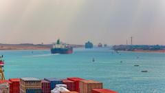 Цената на петрола спада след скок от 6% поради затварянето на Суецкия канал