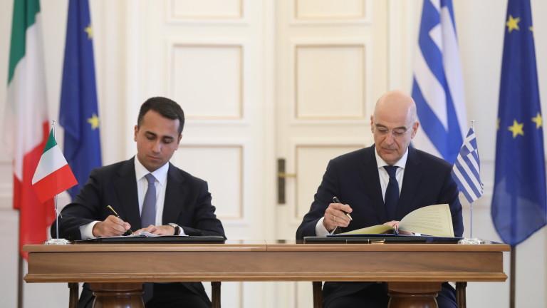 Външните министри на Гърция и Италия Никос Дендиас и Луиджи