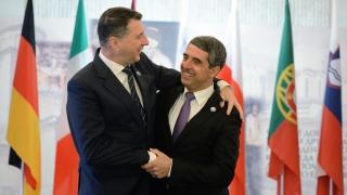 Западните Балкани трябва да влязат в ЕС, категорични 10 европрезиденти в София
