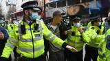 Ранени и арестувани след многохиляден COVID протест в Лондон