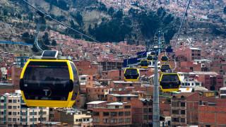 Градът, където общественият транспорт се движи в небето