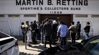 Американците отговориха на коронавируса с рекордно изкупуване на оръжия
