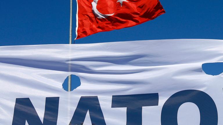 Турция и Гърция преговарят в НАТО за предотвратяване на война