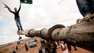 Либийските бунтовници стигнаха до тунизийската граница