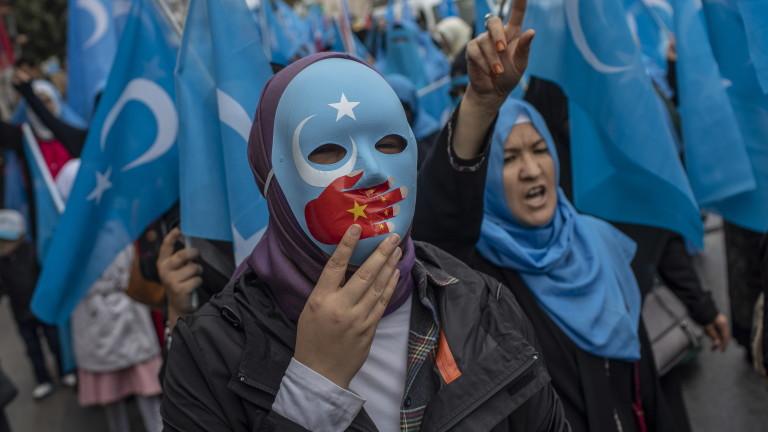 """Китай осъжда """"клеветите"""" на САЩ и определя обиколката в Синдзян за успешна"""