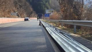 АПИ отрича болтовете на мантинелите на пътя Своге-София да се развиват на ръка