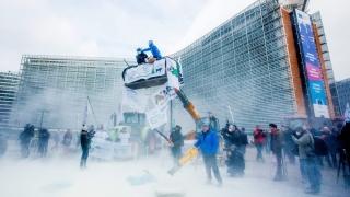 """Европейските институции """"атакувани"""" със сухо мляко"""