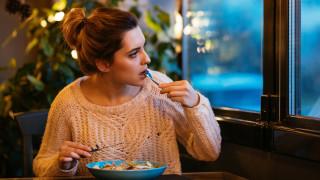 Как да обикаляме света, да ядем на корем и да ни плащат