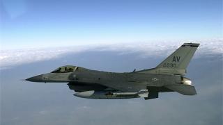 Изтребител F-16 падна в Калифорния
