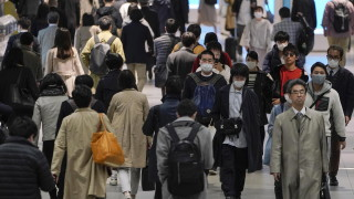 Япония назначава министър на самотата, тревожен ръст на самоубийствата