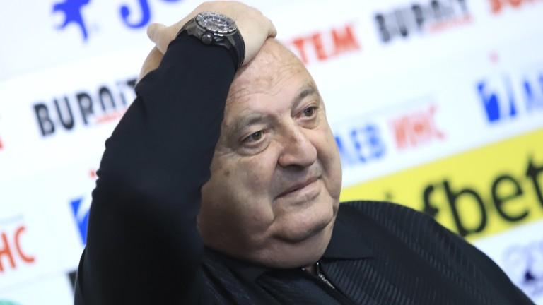 Съдът запорира сметки на Венци Стефанов заради иск на Николай Жейнов