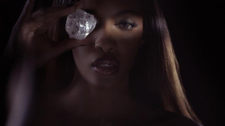 Един от най-големите диаманти, откривани досега, беше продаден за 40