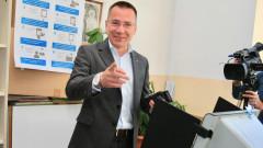 Ангел Джамбазки гласува машинно