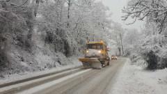 Снегът блокира махали в община Невестино