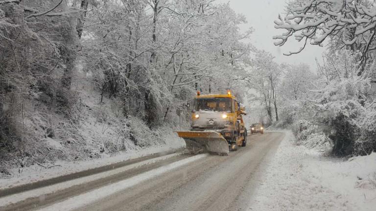Сняг и мъгла блокираха пътя за Алеко