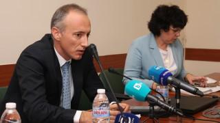 Няма указания за затваряне на училище, успокои министър Вълчев