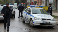 Бургазлия държа за заложници 3-годишния си син и майка си