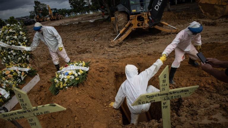Бразилия надхвърли 220 000 починали от COVID-19, почти 9 млн. заразени