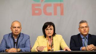 Нинова иска до подсъдимите олигарси да седнат подсъдимите политици