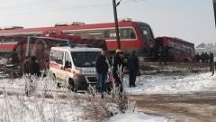 Трима загинали при сблъсък между влак и автобус в Сърбия