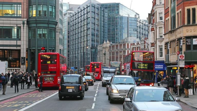 Икономиката на Великобритания записа невиждан срив през март