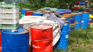 Откриха 10 тона гориво, зарязани под открито небе в Плевен
