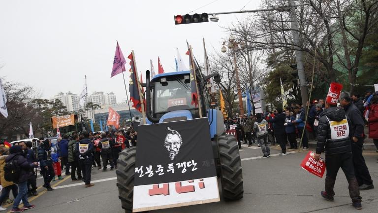 Опозицията внесе предложение за отстраняване на президента на Южна Корея