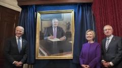 Хилари Клинтън зове за спешни действия срещу фалшивите новини
