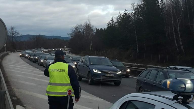 АПИ съветва шофьорите да не използват аварийната лента по магистралите