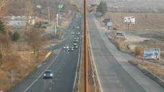 15-метрова пукнатина затвори едното платно на пътя Мездра-Ботевград