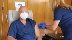 Мутафчийски си сложи трета игла заедно с още 11 лекари от ВМА