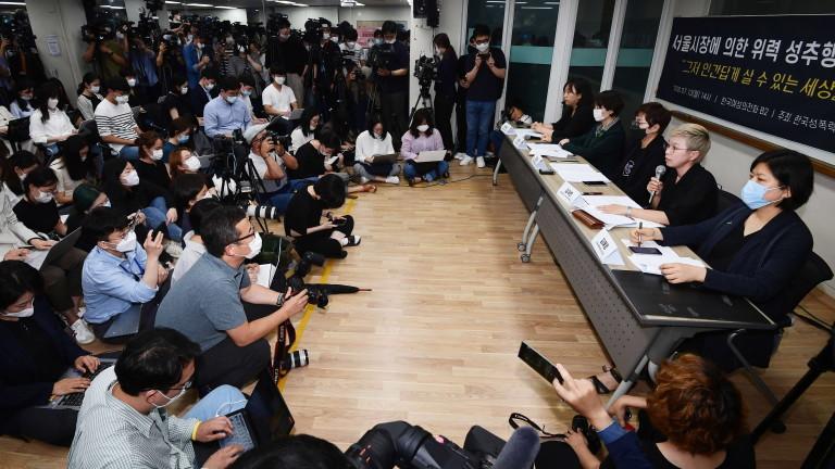 Спор около погребението на самоубилия се кмет на Сеул