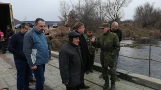 В Червен бряг до дни очакват да възстановят моста им